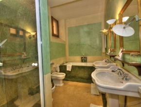 casa_de_carmona_room_2_deluxe_2_beds_bathroom_1200