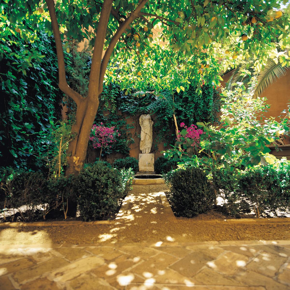Arab garden casa palacio de carmona for Jardines de patio