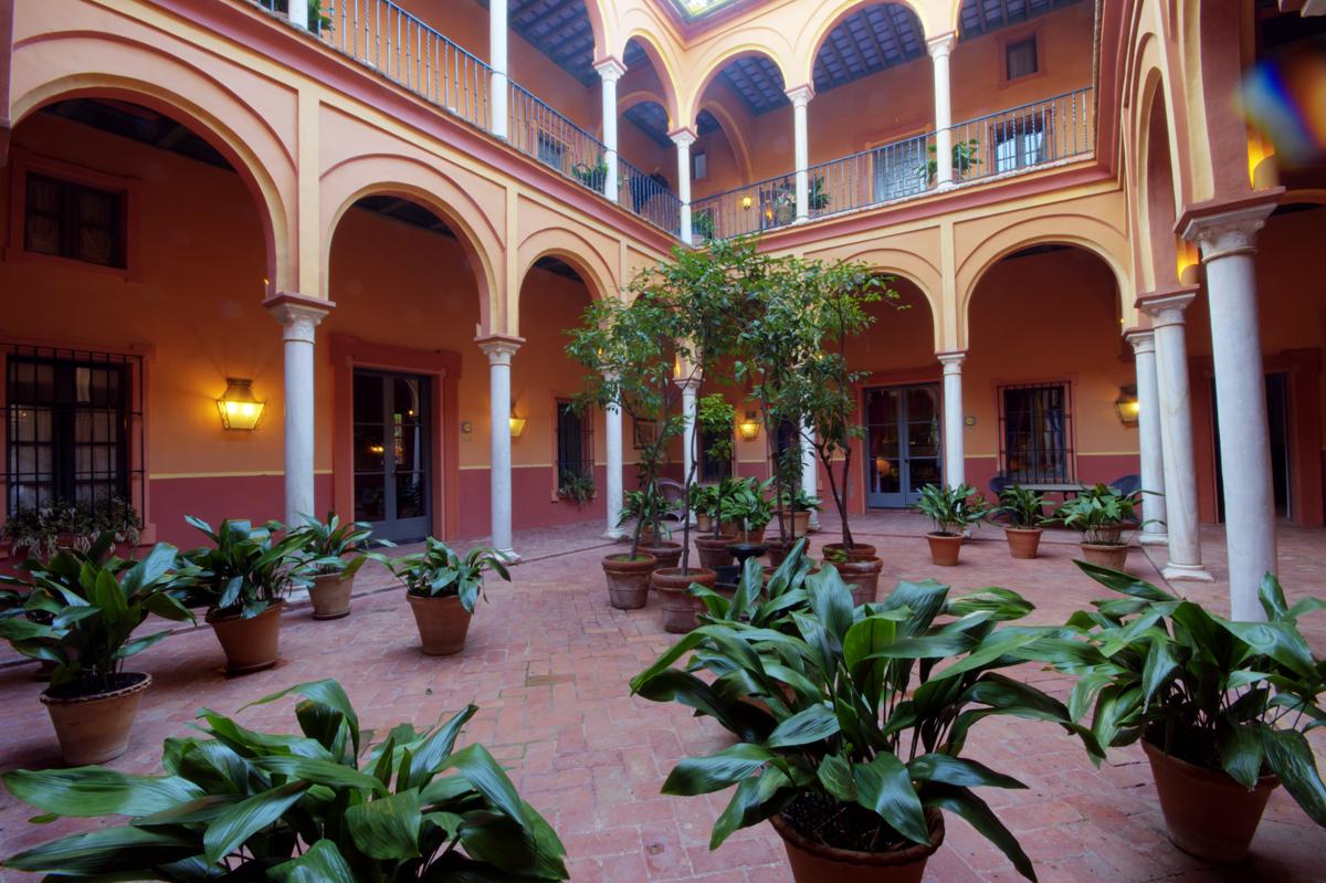 Patio de columnas casa palacio de carmona - Casas de diseno ...