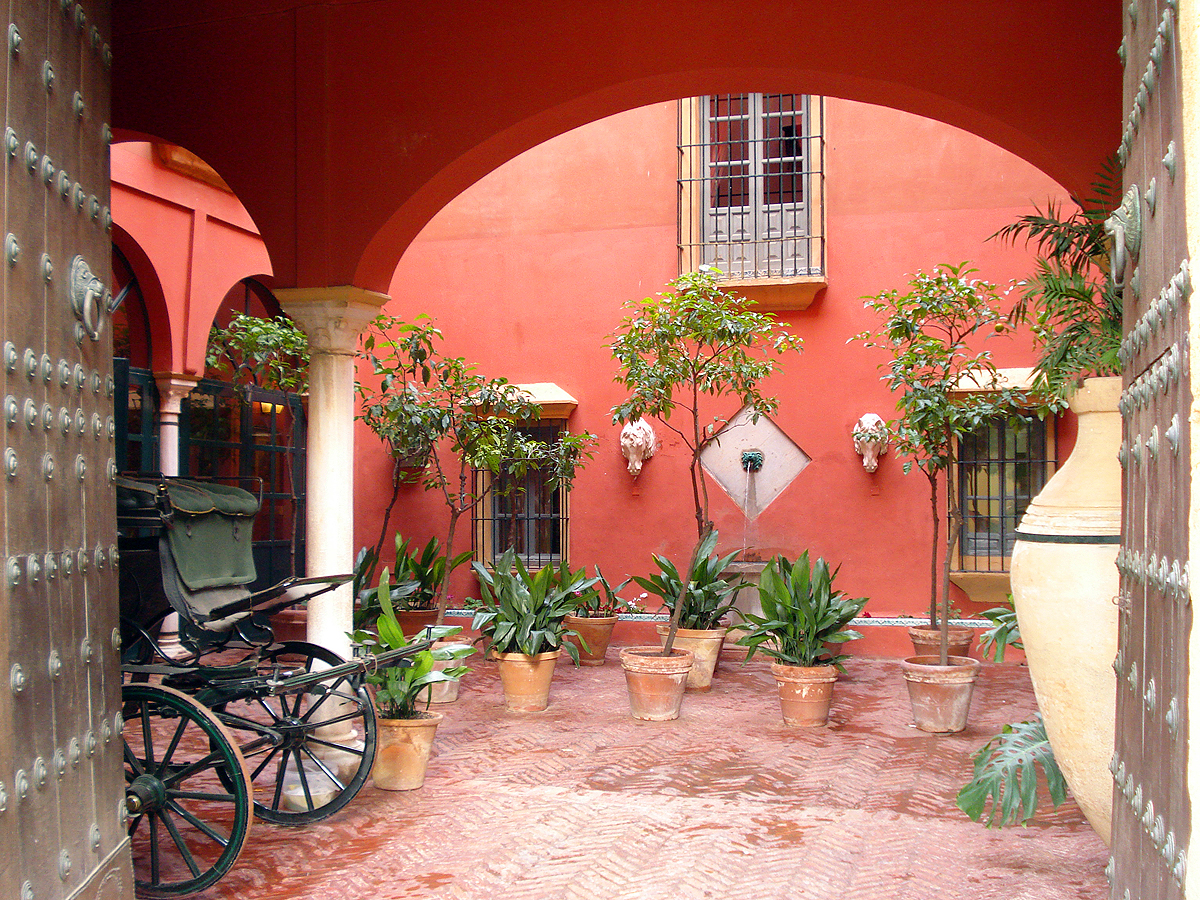 Patios and gardens casa palacio de carmona - Casas rusticas con jardin ...