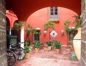 Apeadero, the entrance Patio