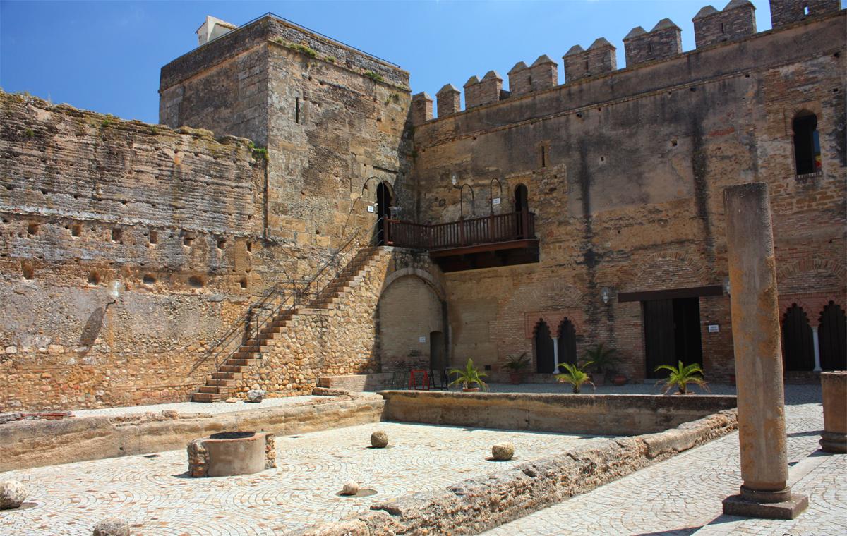 Puerta de sevilla en carmona casa palacio de carmona - Puertas de casa ...