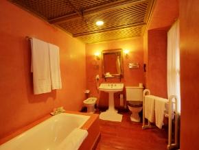 casa_de_carmona_room_29_classic_2_beds_bathroom_1200