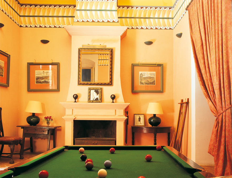 the billiards room forms the access to the suite azul