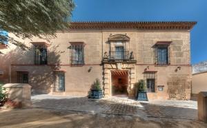 Casa_Palacio_de_Carmona_Facade_800px