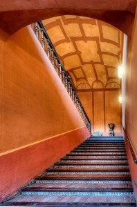 Casa_Palacio_de_Carmona_Grand_Staircase_800px